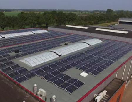 bedrijf zonnepanelen op dak - 100% Zonnig